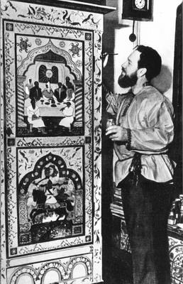 Ю. П. Спегальский за росписью шкафа. Ленинград, 1957.